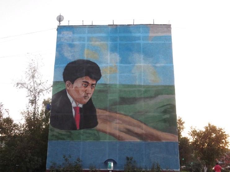На стене дома в Петропавловске нарисовали Магжана Жумабаева