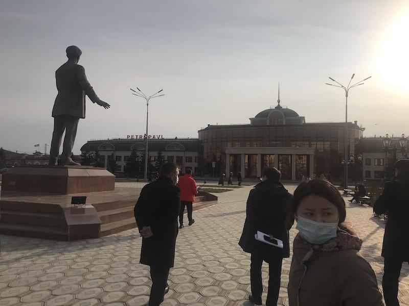 На вокзал Петропавловска не пускают провожающих