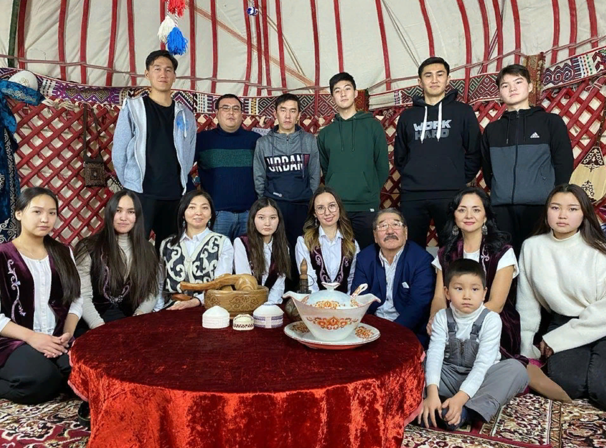 «Казахи Омска» показали, как правильно собирать юрту