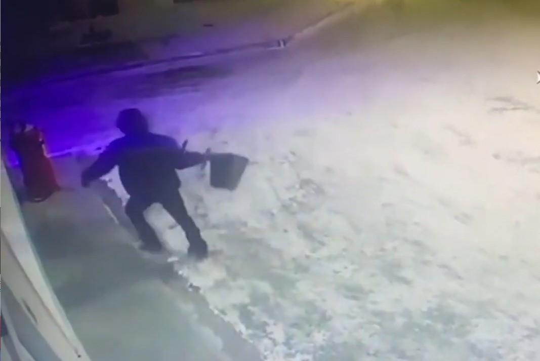 В Петропавловске мужчина ограбил АЗС, разбив стекло урной