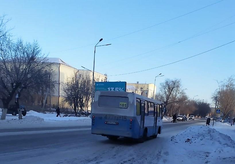 Жители Петропавловска жалуются на холод и скользкий пол  в автобусах