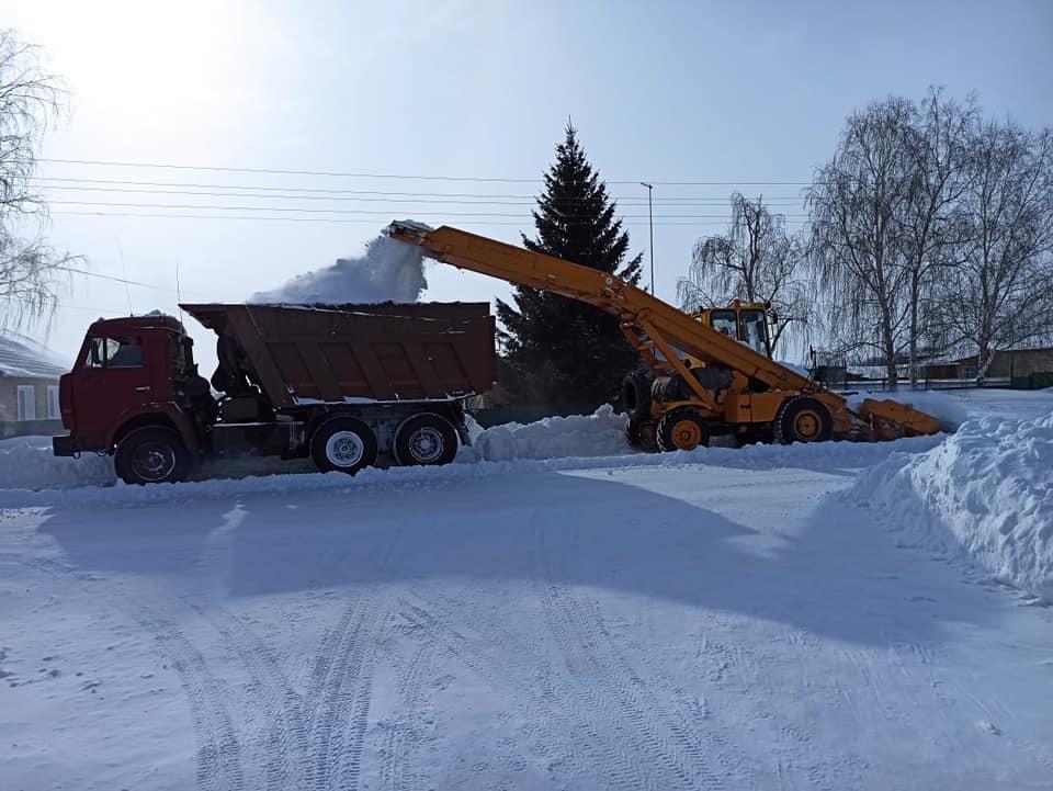 Более 200 единиц техники вывозят снег из Петропавловска
