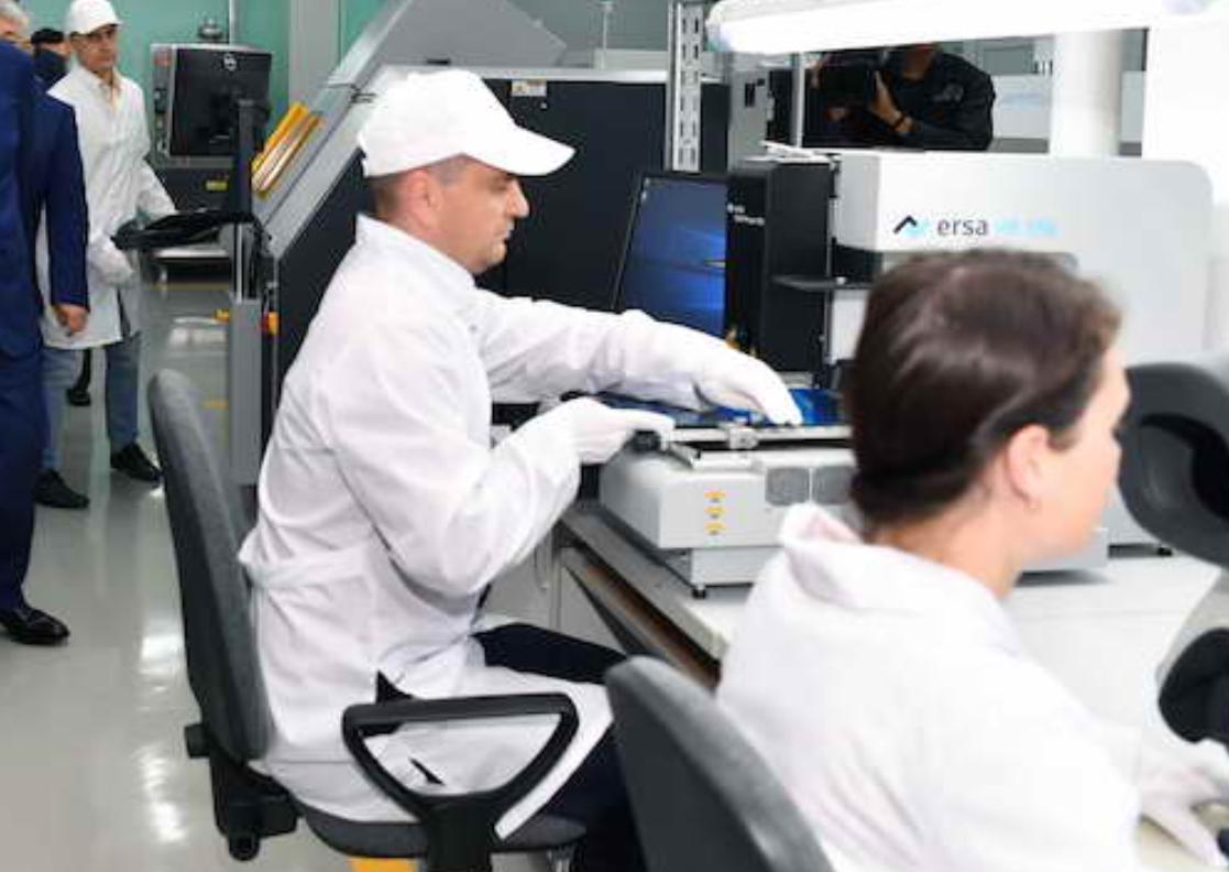 Процесс сборки компьютеров в Петропавловске показали в прямом эфире