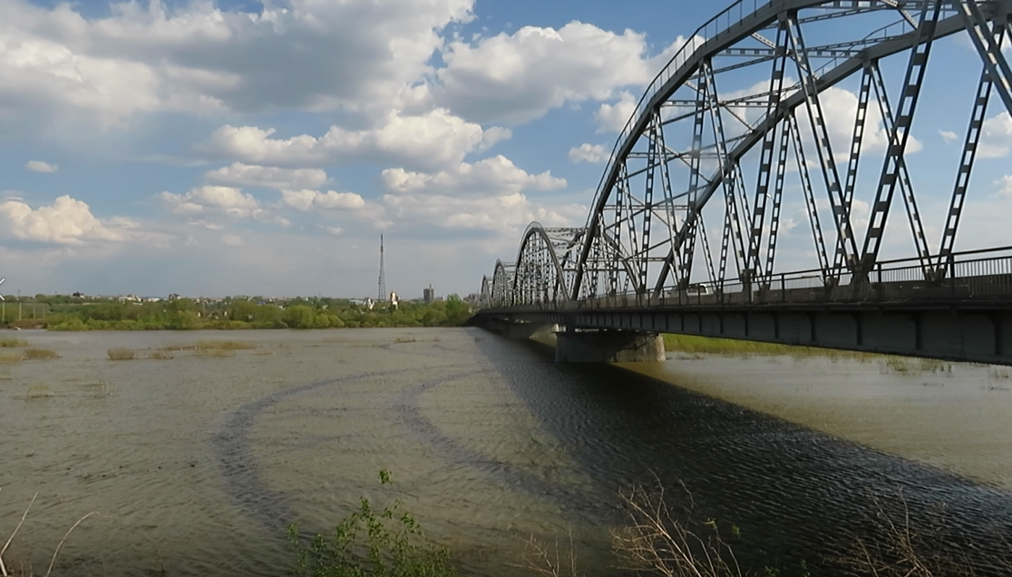 На севере Казахстана река Ишим топит трассу республиканского значения