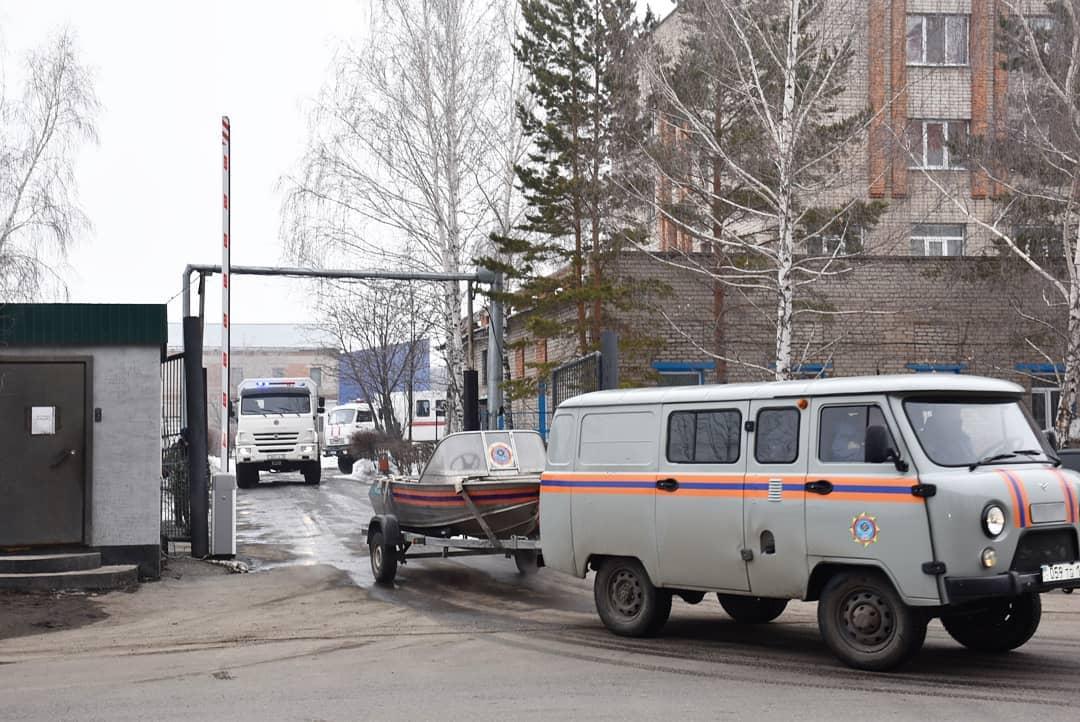 Спасатели отправились защищать от паводка сёла на севере Казахстана