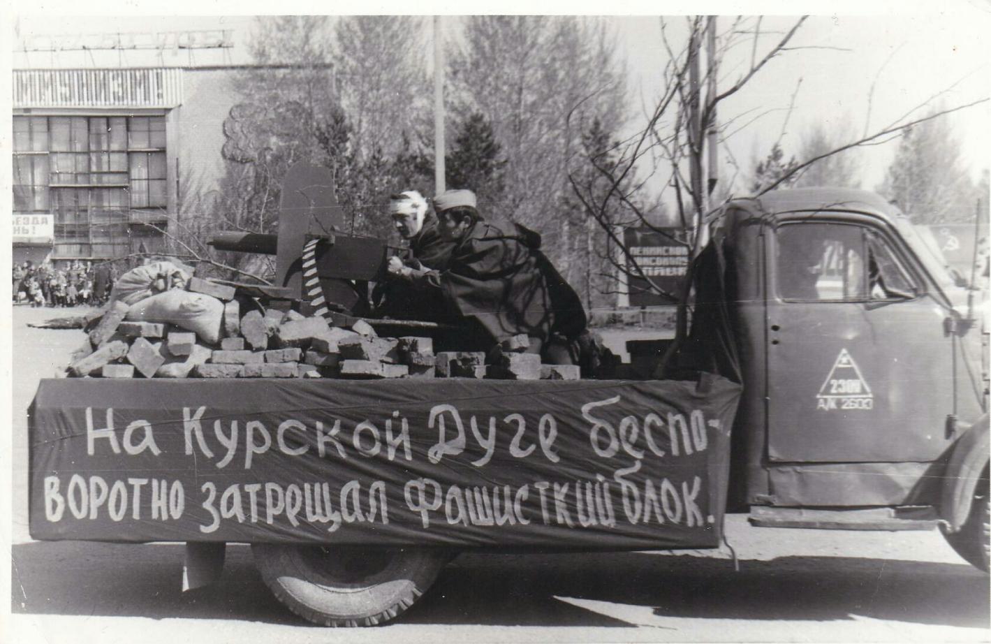 В Северо-Казахстанской области осталось всего 27 ветеранов войны. Архивные кадры парадов 9 мая