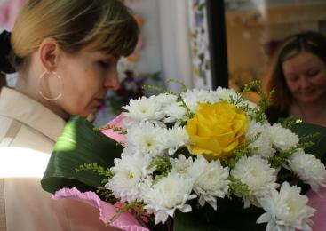 Житель Алматы продавал в Петропавловск несуществующие цветы