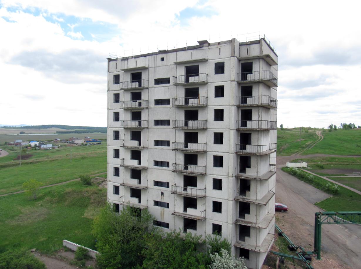 На севере Казахстана хотят восстановить заброшенные многоэтажки