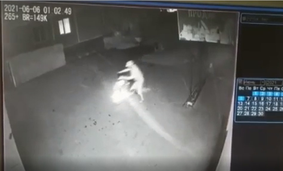 Житель Петропавловска угнал скутер и попал на камеры наблюдения