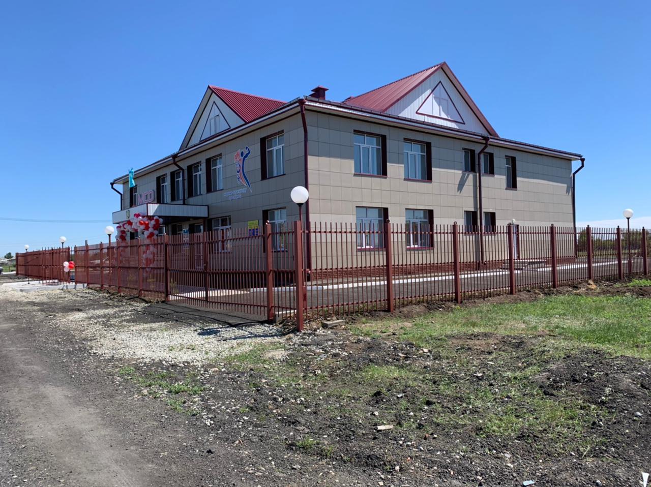 В селе на севере Казахстана разрушенное здание превратили в клуб