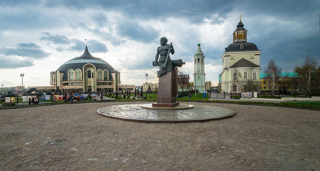 Демидов и Николо- Зарецкий храм -усыпальница его семьи.