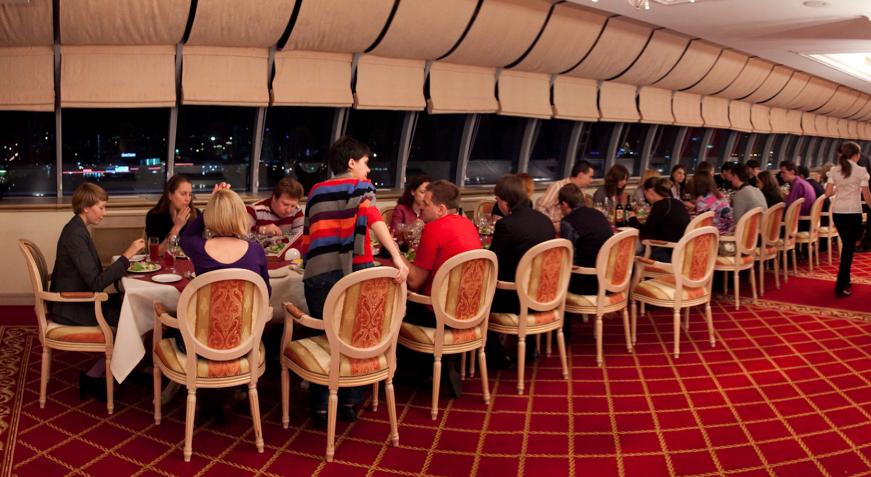 В одном из ресторанов Петропавловска устроили проводы на пенсию с сотней гостей