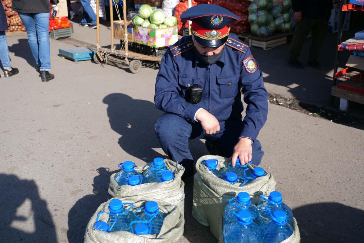 На севере Казахстана изъяли 6 тысяч литров контрафактного алкоголя